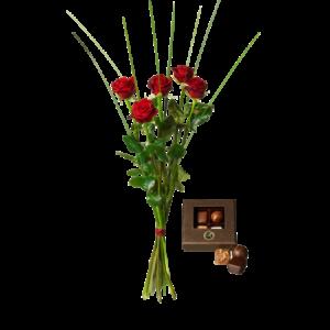 Bukett med fem röda rosor och en ask med fyra chokladpraliner.