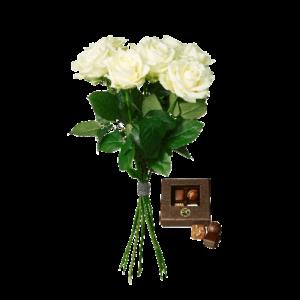 Bukett med vita rosor och en ask med fyra chokladpraliner.